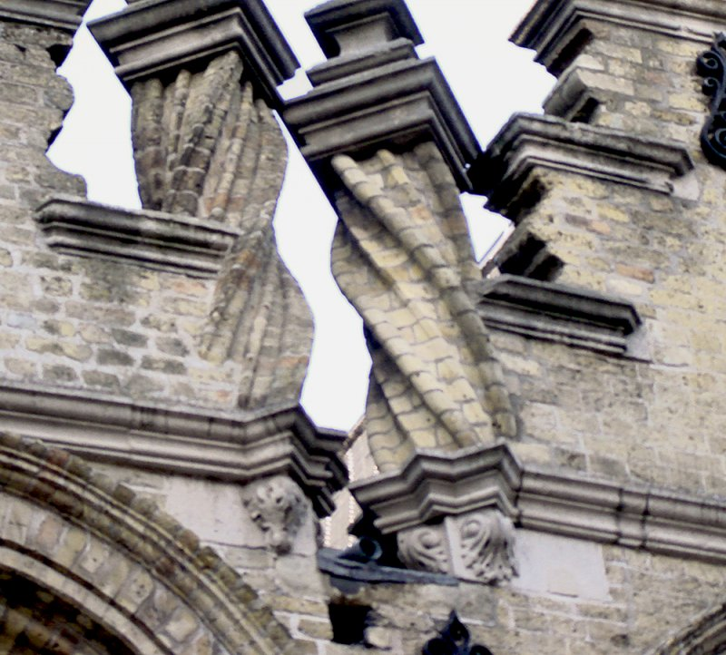 Twisted Columns in Ipres